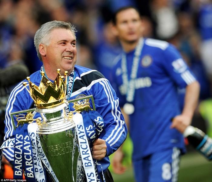 Carlo Ancelotti slaví titul v Premier League s Chelsea