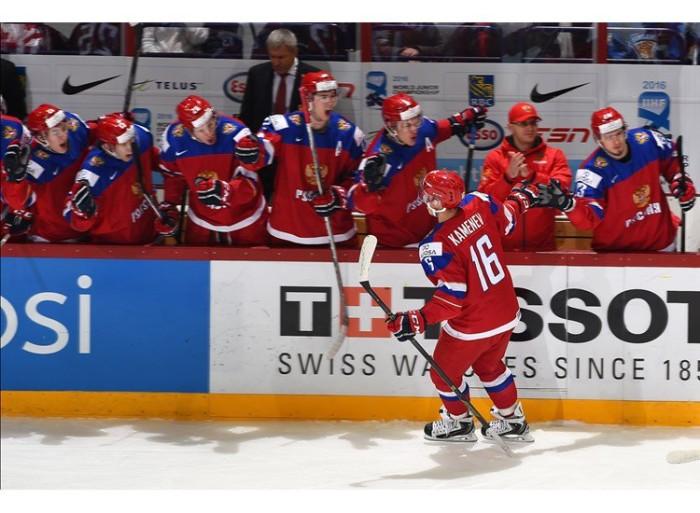 Kamenev se raduje z finálového gólu proti Finsku