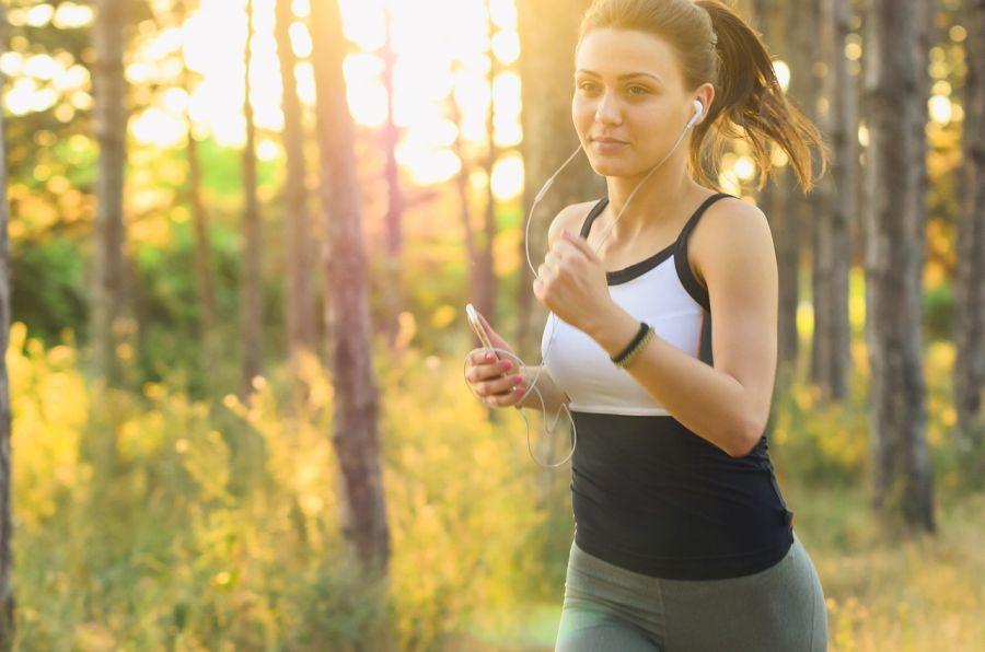 Kvalitní sportovní podprsenka patří k základní výbavě každé milovnice pohybu