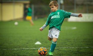 Co nesmí chybět ve výbavě fotbalisty?