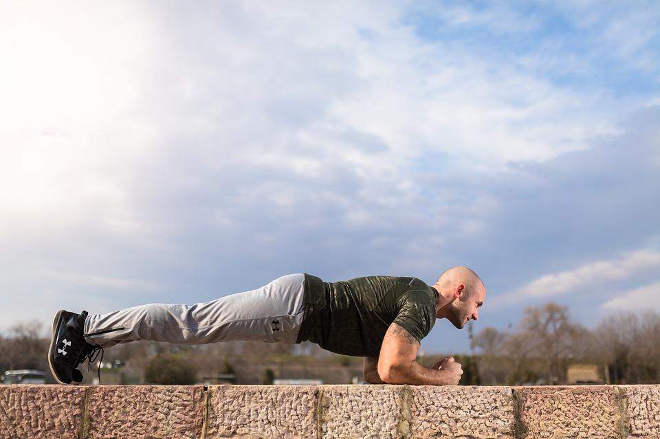 Dejte si na workoutovém hřišti do těla. Cviky, které stojí za vyzkoušení