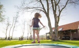 Skákání na trampolíně jako regulérní sport. Jaké má výhody a nevýhody?